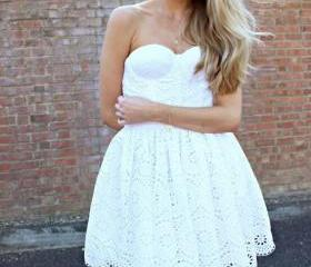 Cute White Lace Shor..